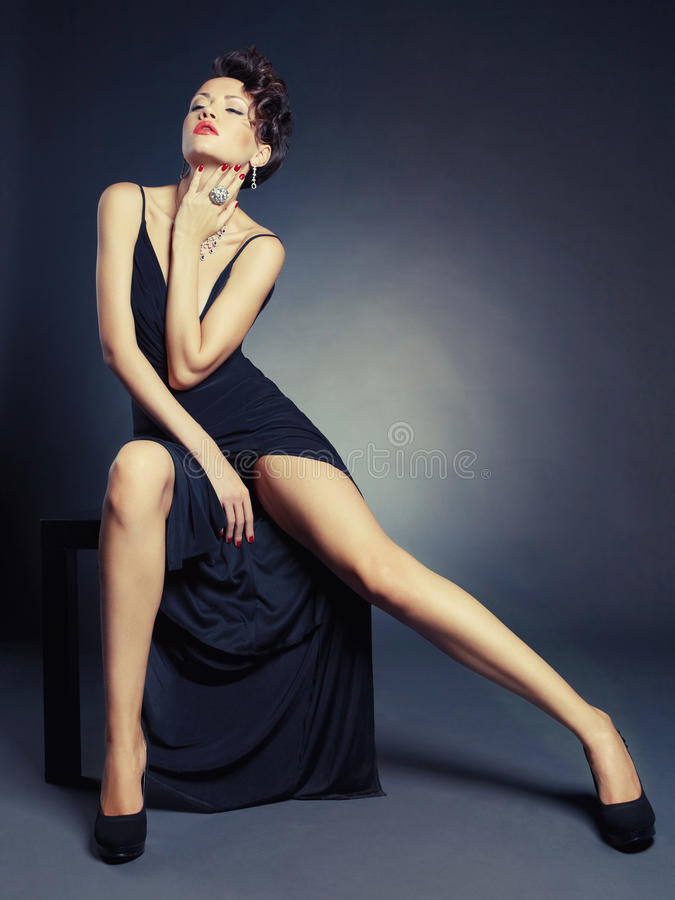 Señora elegante en vestido de noche foto de archivo libre de regalías