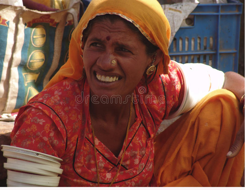 Señora en el camello justo, Jaisalmer, la India imágenes de archivo libres de regalías