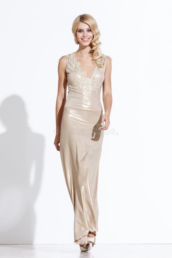 Señora en vestido de moda imagen de archivo libre de regalías