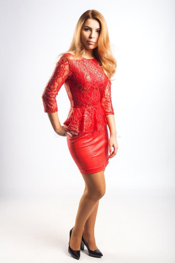 Señora en vestido rojo fotografía de archivo libre de regalías