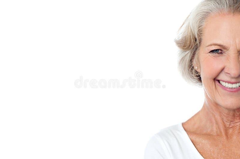 Señora envejecida alegre sonriente. foto de archivo libre de regalías
