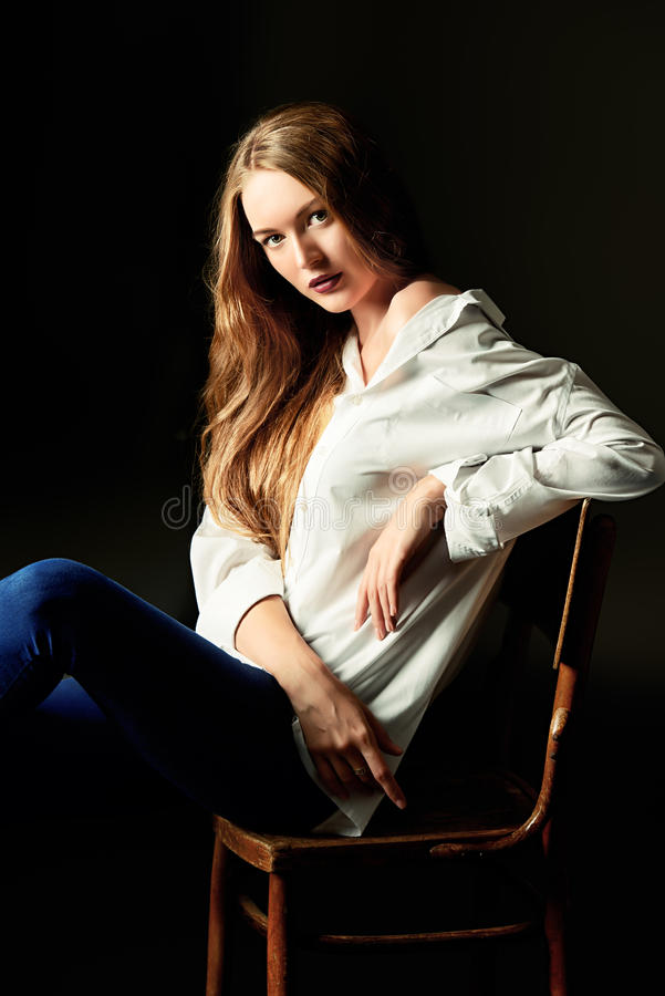 Señora joven atractiva foto de archivo libre de regalías