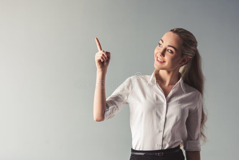 Señora joven atractiva del negocio imagen de archivo