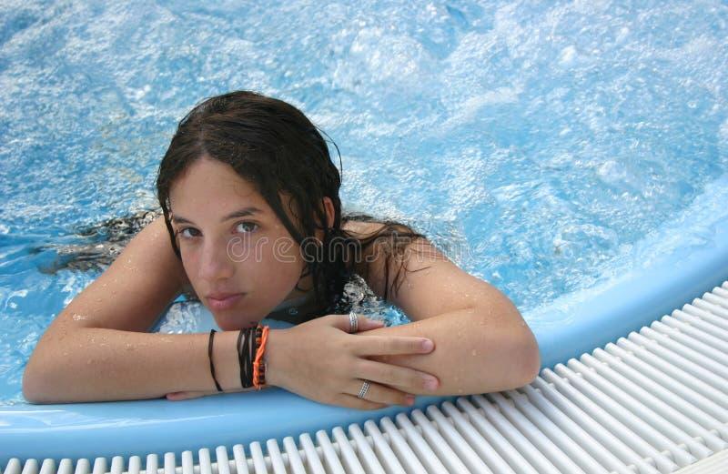 Señora joven en torbellino foto de archivo