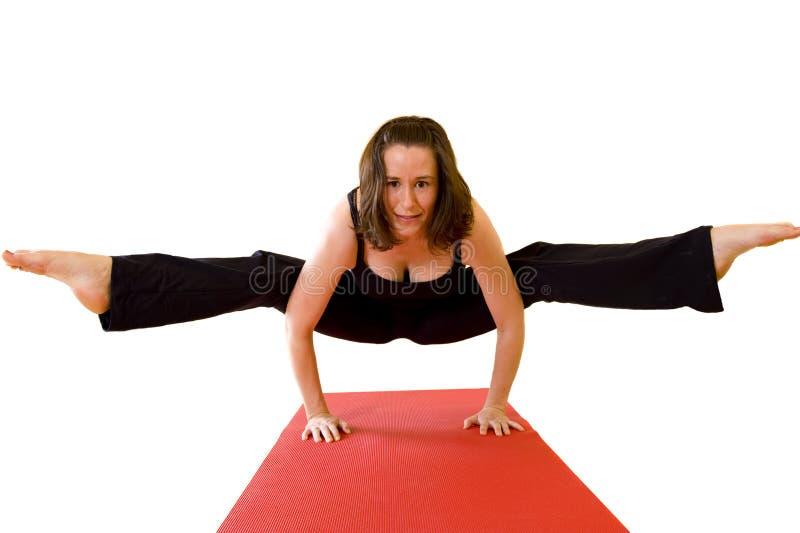 Señora joven hermosa que hace yoga imágenes de archivo libres de regalías
