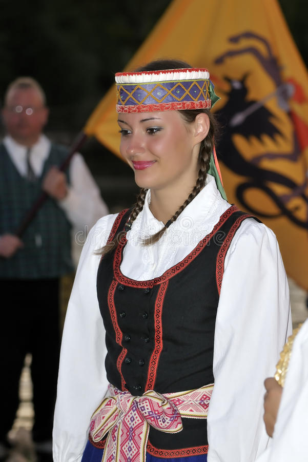 Señora joven lituana, bailarines del folklore fotos de archivo libres de regalías