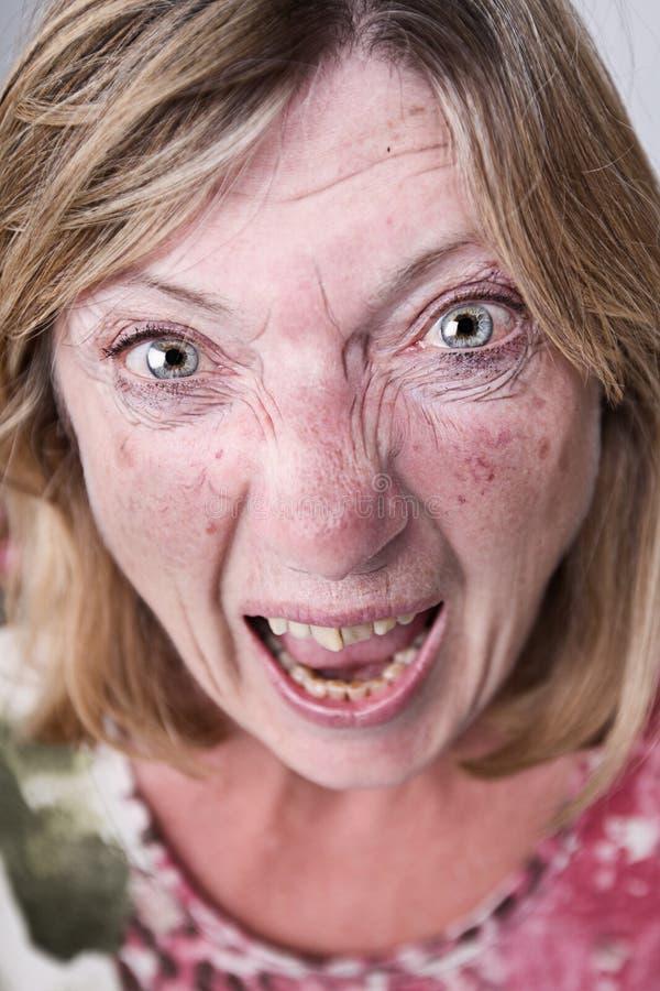 Señora mayor Shouting en la cámara imágenes de archivo libres de regalías