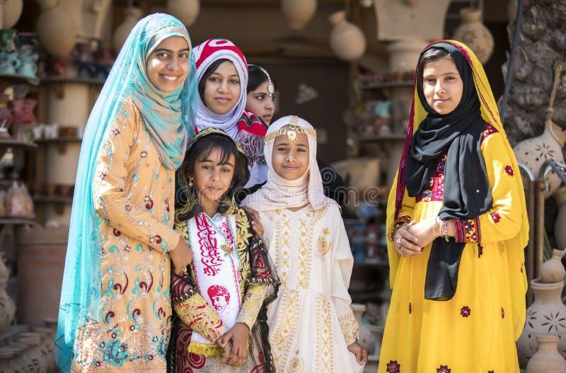 Señora omaní joven en ropa tradicional fotografía de archivo libre de regalías