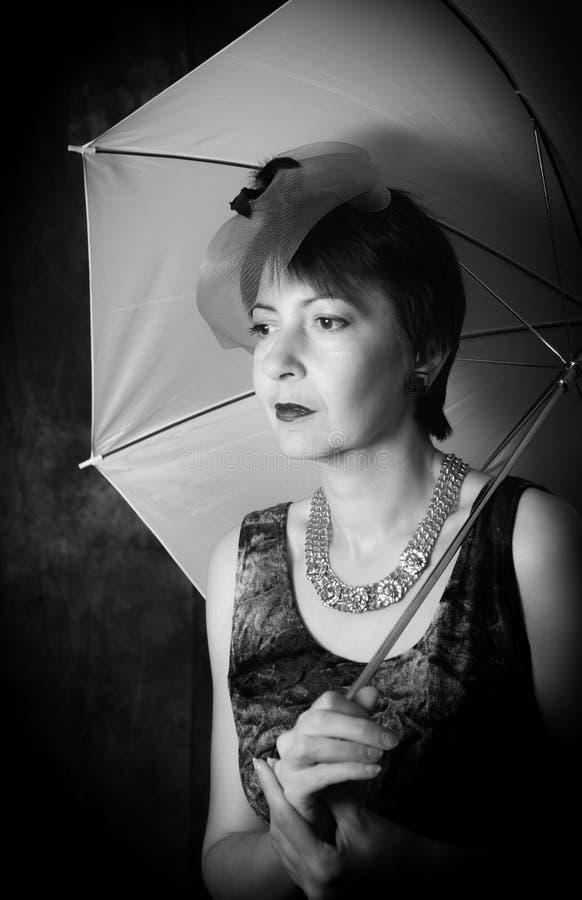 Download Señora Pensativa Con Un Paraguas Foto de archivo - Imagen de noche, piense: 44852570
