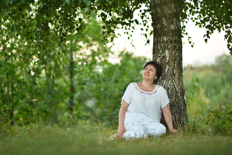 Señora que disfruta de verano foto de archivo libre de regalías