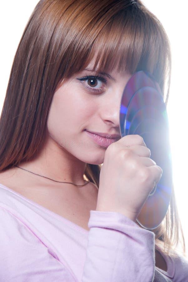 Señora que sostiene un Cd o el DVD, aislado en blanco fotografía de archivo