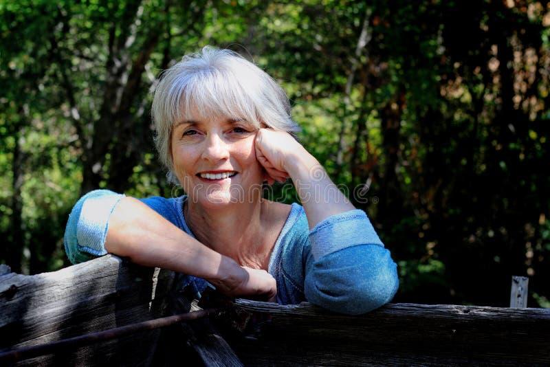 Señora relajada feliz fotos de archivo libres de regalías