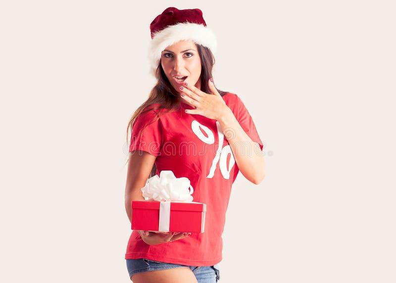 Señora Santa con el regalo de la Navidad fotografía de archivo