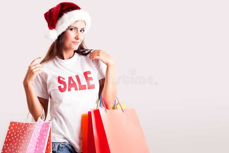 Señora Santa con el regalo de la Navidad foto de archivo libre de regalías