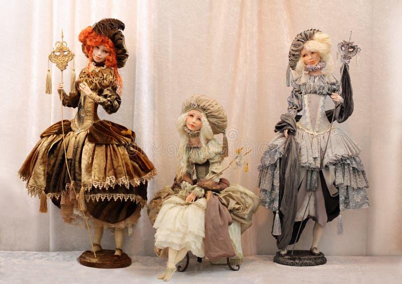 Señoras de lujo hermosas de las muñecas en la mascarada fotografía de archivo libre de regalías