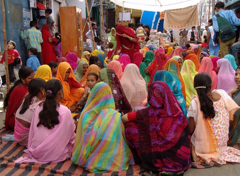 Señoras en el camello justo, Jaisalmer, la India foto de archivo libre de regalías