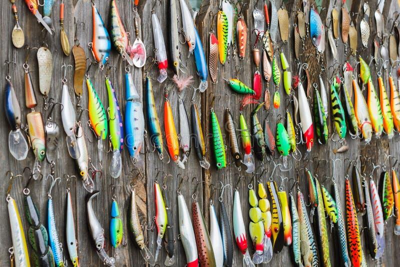 Señuelos usados de la pesca foto de archivo