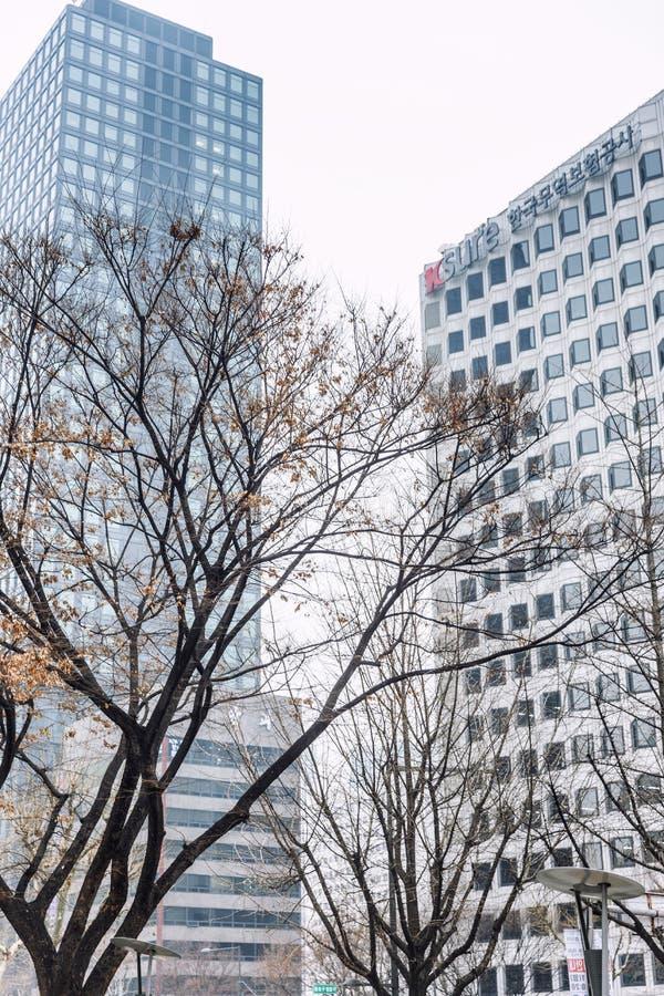Seúl, Corea del Sur, 12/30/2017: Altas casas modernas en centro de la ciudad Primer foto de archivo libre de regalías