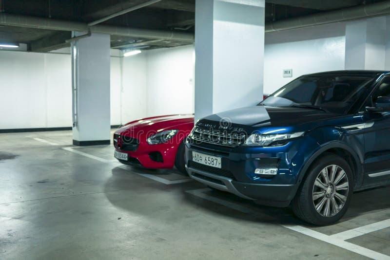 Seúl, Corea del Sur - 03 11 18: Range Rover azul en el aparcamiento subterráneo fotos de archivo