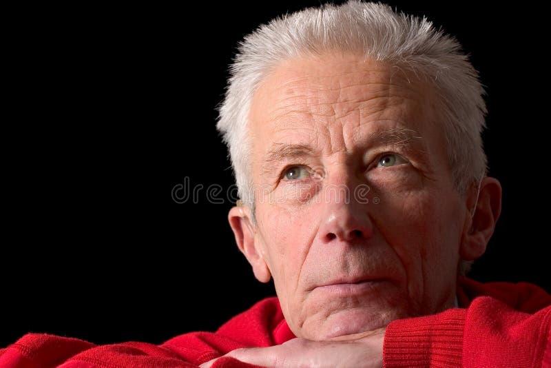 se äldre allvarligt för man royaltyfri fotografi