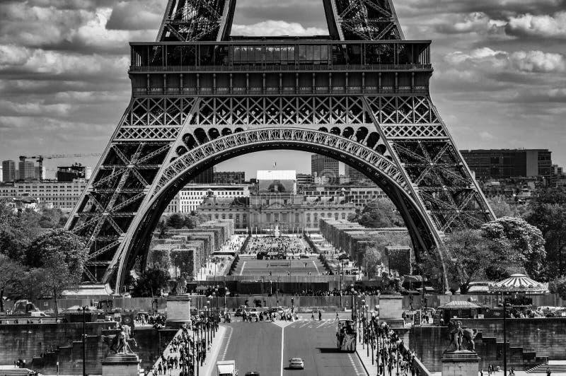 Se över Pont D 'Iena in mot Eiffeltorn royaltyfria foton