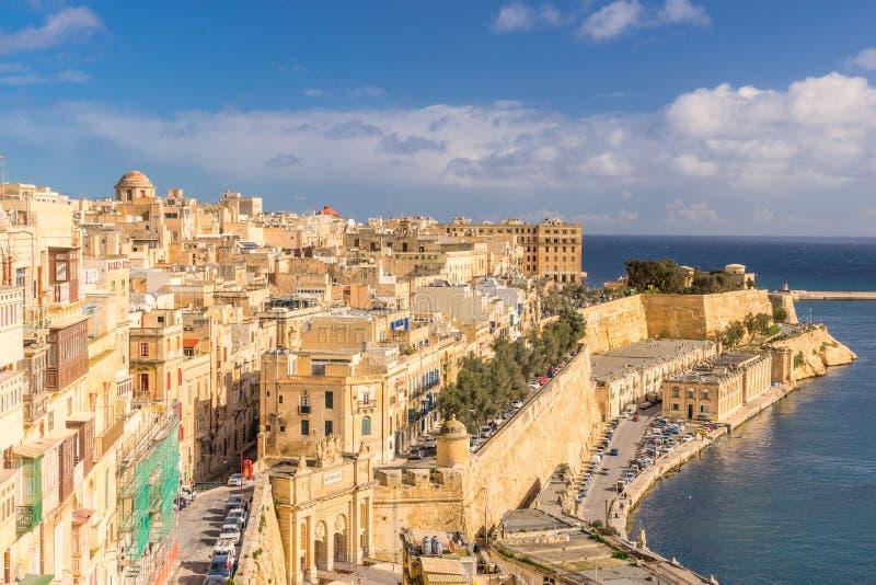 Se över Valletta som fäller ned Barrakka trädgårdar arkivfoton