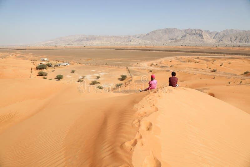 Se Across till Oman från UAE arkivfoto