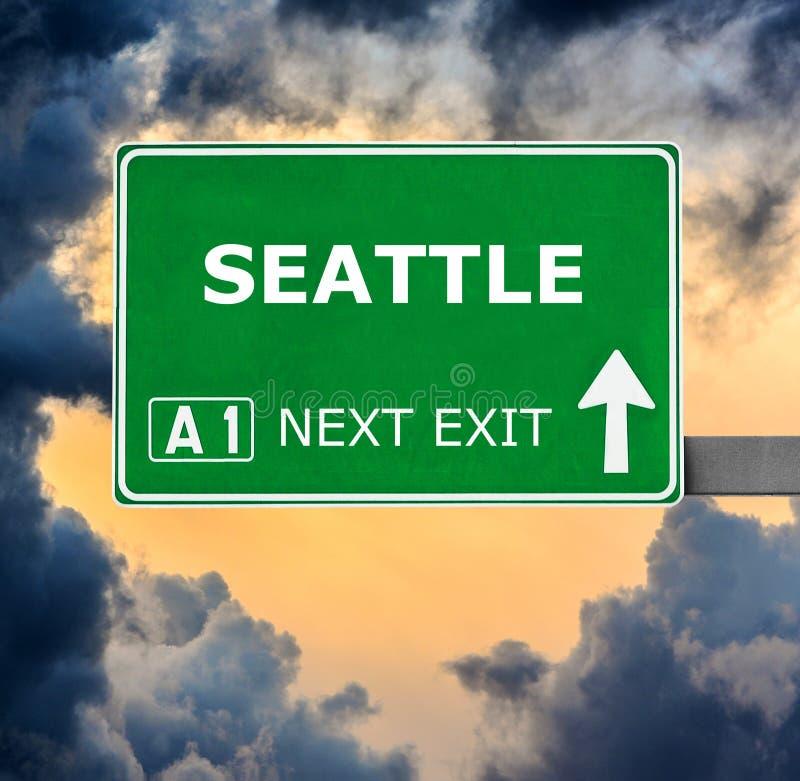 Se?al de tr?fico de SEATTLE contra el cielo azul claro imagen de archivo