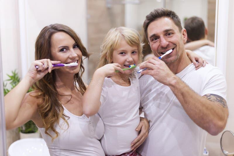Se brosser les dents photos stock