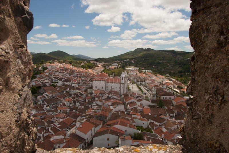 Se Castelo de Vide från slotten royaltyfri fotografi