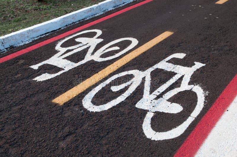 Se connecte la terre pour des cyclistes voie de ruelle de vélo Droit de venir et aller faire du vélo seulement photo libre de droits