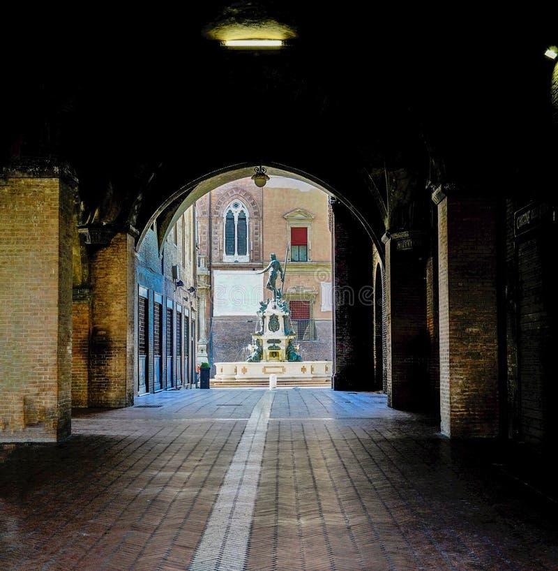 Se den berömda Neptunspringbrunnen i bolognaen, Italien arkivbilder