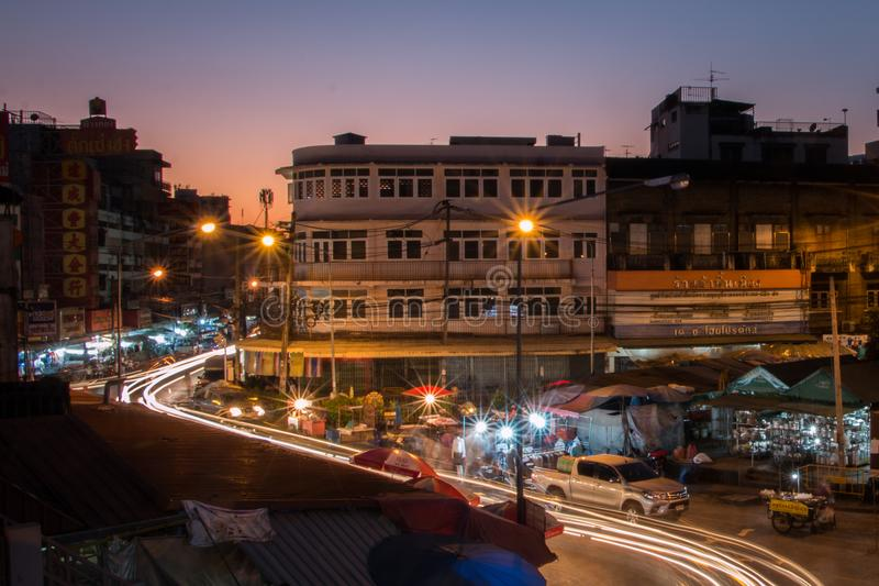 Se descolora la puesta del sol con el mercado fotografía de archivo