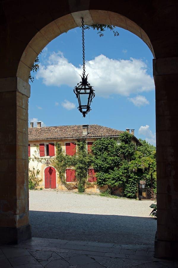 Se en skymt av från farstubron av en venetian villa fotografering för bildbyråer