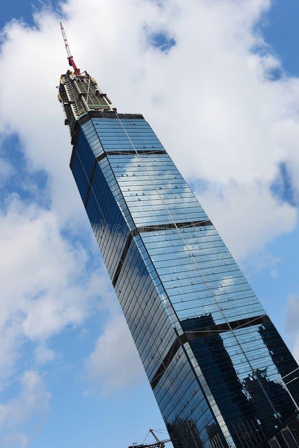 Se está construyendo el rascacielos imagen de archivo libre de regalías