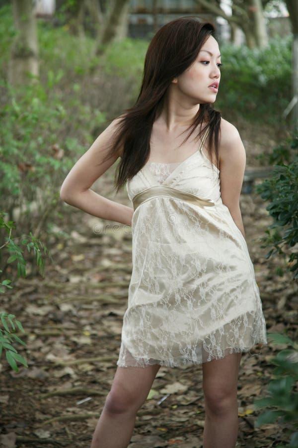 se för flicka för asiat away royaltyfria foton