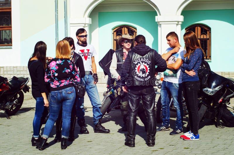 Se fermer du 6ème motoseason par l'association du cycliste sauvage MCC en Ukraine Ivano-Frankivsk photographie stock