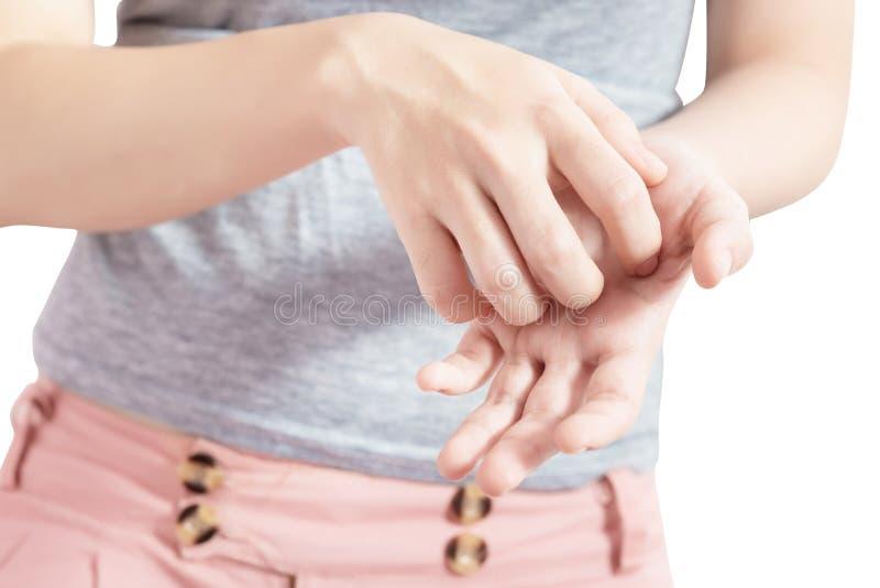 Se grattant la main dans une femme d'isolement sur le fond blanc Chemin de coupure sur le fond blanc photos stock