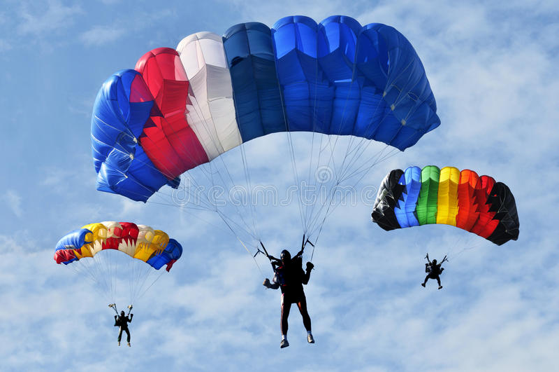 Se lanza en paracaídas el trío. fotos de archivo libres de regalías