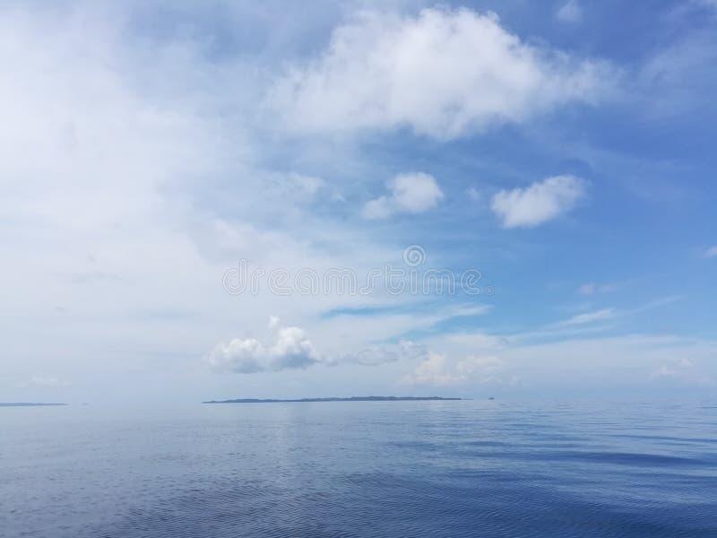Se linjen var himlen möter havet? arkivbilder