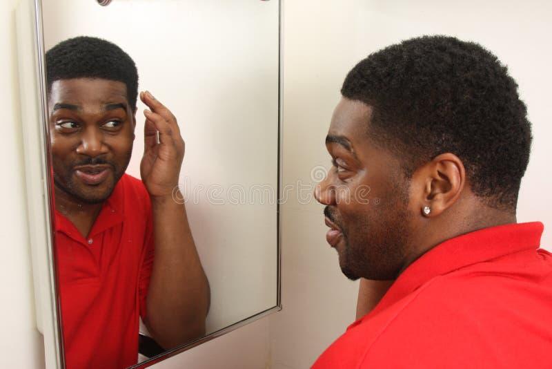 se male spegelfåfänga arkivfoto
