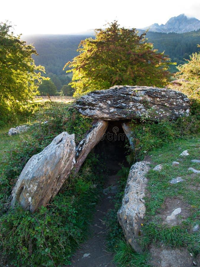 Se Neolityczny kamienny dolmen zdjęcia royalty free