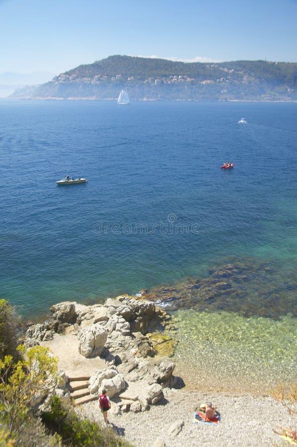 Se ner på det medelhavs- nära Villefranche-sur-Mer, franska Riviera, Frankrike arkivfoton