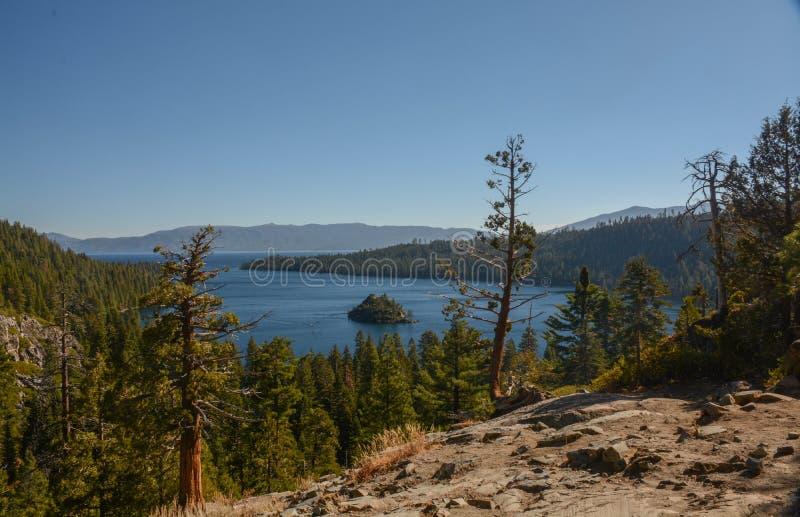 Se ner på Emerald Bay i Lake Tahoe royaltyfri foto