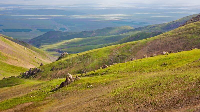 Se ner uppifrån av berget royaltyfri fotografi