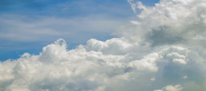 Se nubla la formación, cloudscape Cielo azul con las nubes imagen de archivo libre de regalías