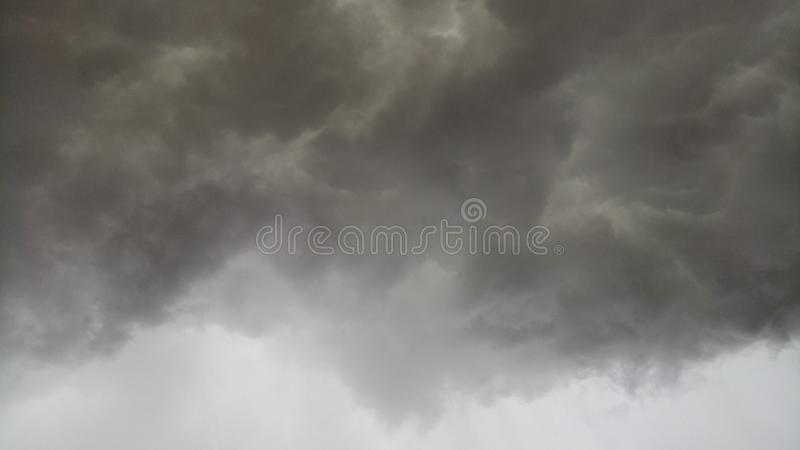 Se nubla los temporales de lluvia foto de archivo
