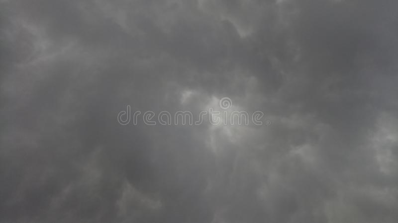 Se nubla los temporales de lluvia fotos de archivo