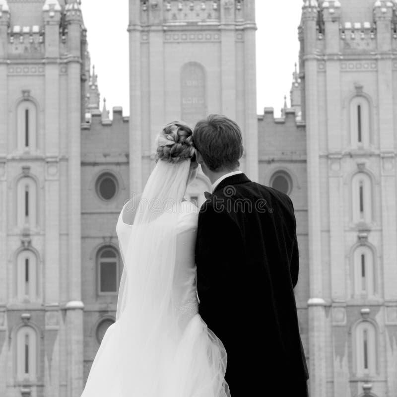 Se refléter de jour du mariage photos stock