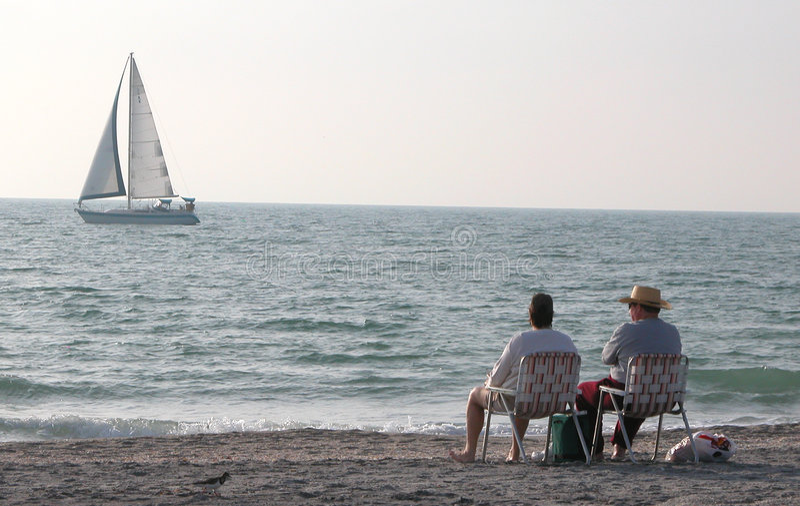 Se reposer sur la plage photographie stock